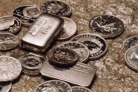 Bạc gần như thoái lui hoàn toàn khi đồng đô la Mỹ tiếp tục sụp đổ